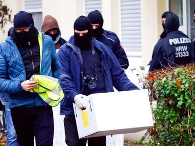 German police launched dawn raids on mosques, apartments and offices in ten German states on Tuesday, and the government banned a group it accused of trying to recruit fighters for Islamic State. Reuters