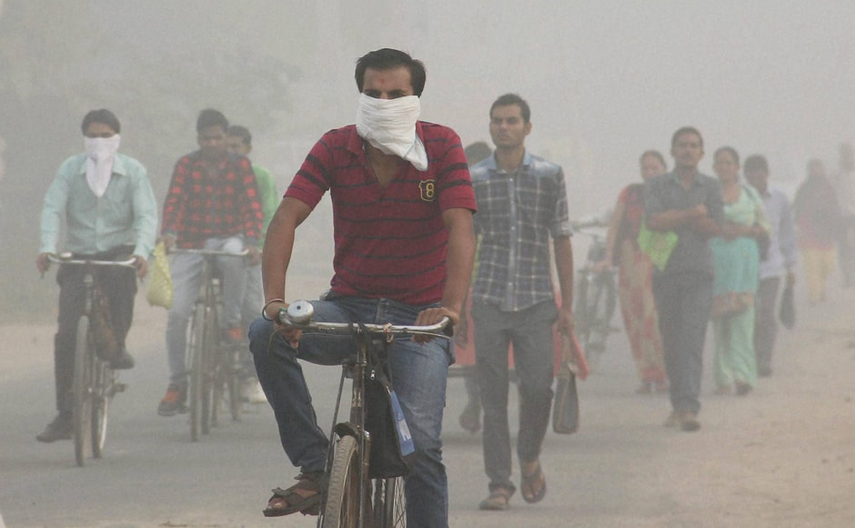 The 24-hour-average (rolling) of PM 2.5 and PM 10 were 225 and 389 micrograms per cubic metre respectively as per SAFAR (System of Air Quality and Weather Forecasting And Research) at 6 PM. However, the peak levels of pollution continued to violate the safe limits by over 10 times, even in densely populated areas like RK Puram and border areas like Anand Vihar. (Photo: PTI)