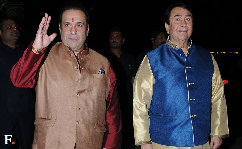 Rajiv Kapoor and Randhir Kapoor wave to the crowds outside Jalsa. Image by Sachin Gokhale/Firstpost