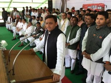 Uttar Pradesh Chief Minister Akhilesh Yadav addressing the crowd before the rath yatra. Twitter @UPneedsAkhilesh