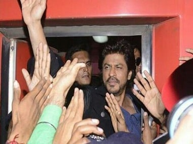 Shah Rukh Khan on a train journey to promote Raees. Twitter