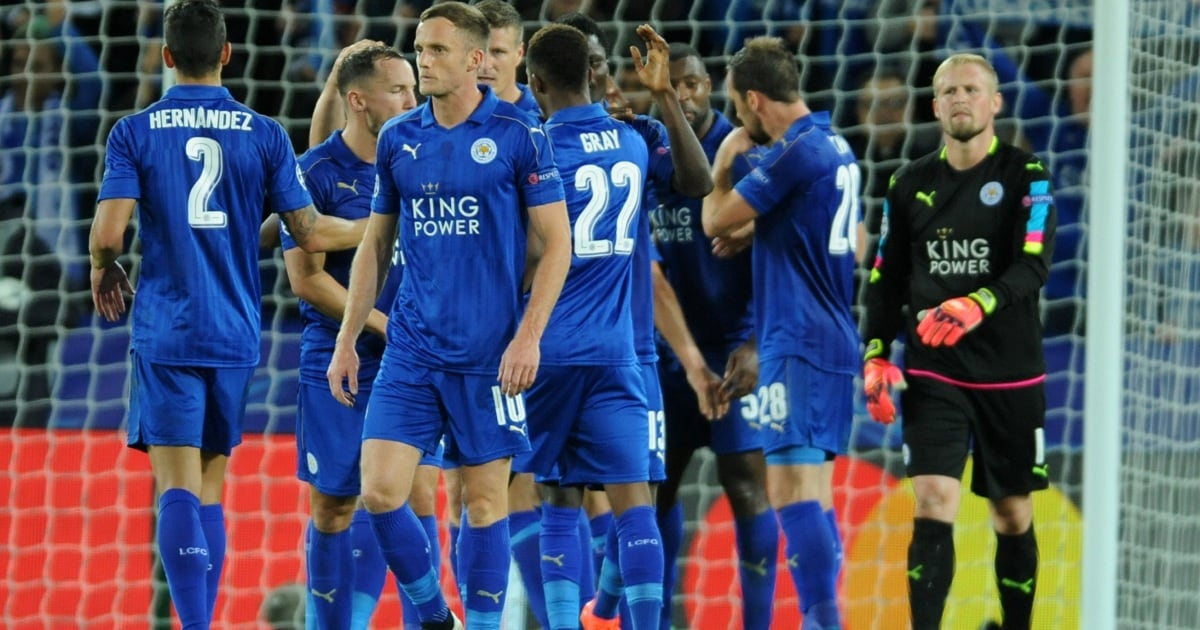 Leicester's players celebrate their victory after the Champions League Group G soccer match between Leicester City and FC Porto at King Power Stadium, Leicester, England, Tuesday, Sept. 27, 2016. Leicester won 1-0. (AP Photo/Rui Vieira)