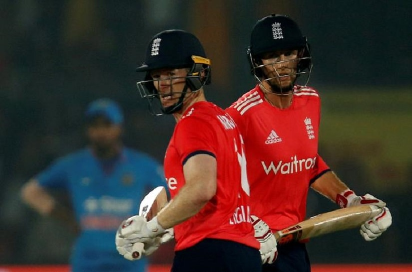 Cricket - India v England - First T20 International - Green Park Stadium, Kanpur, India - 26/01/17 - England's captain Eoin Morgan (L) and Joe Root run between the wickets. REUTERS/Danish Siddiqui