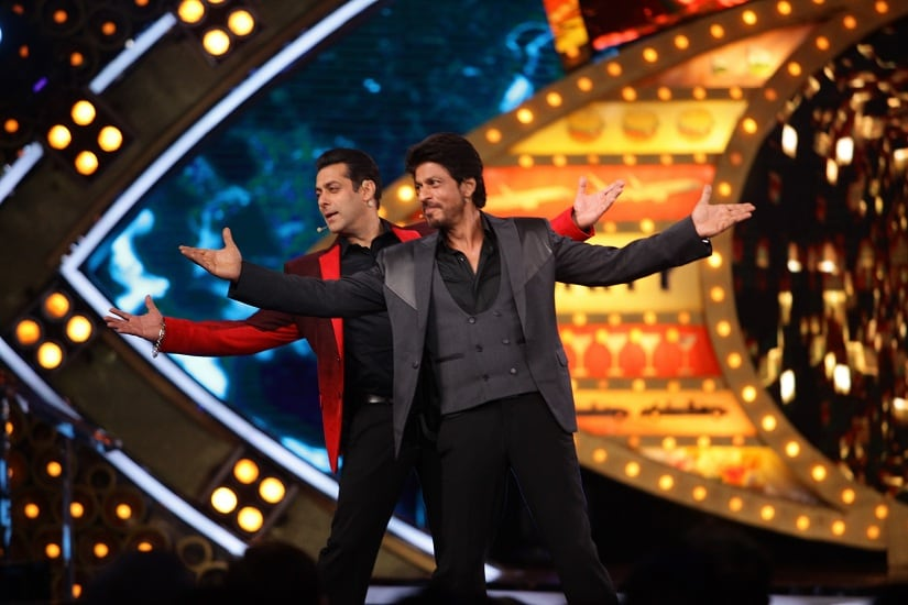 Salman and Shah Rukh do the signature pose on Bigg Boss Weekend Ka Vaar