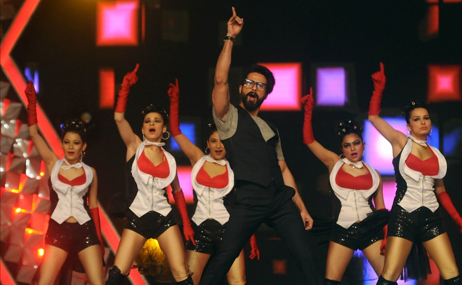 Shahid Kapoor shows who's the boss of dance at Umang. Photo: Sachin Gokhale/Firstpost