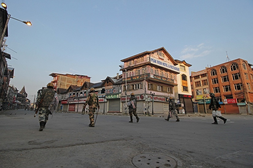 A group of CRPF soldiers return from duty in Srinagar during the Kashmir unrest. Photo courtesy Faisal Khan