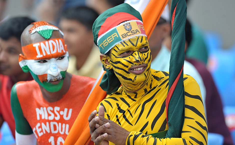 Supporters of Bangladesh and India cheer for their teams during play on the second day of the Test cricket match between India and Bangladesh at The Rajiv Gandhi International Cricket Stadium in Hyderabad on February 10, 2017. ------IMAGE RESTRICTED TO EDITORIAL USE - STRICTLY NO COMMERCIAL USE----- / GETTYOUT NOAH SEELAM / AFP
