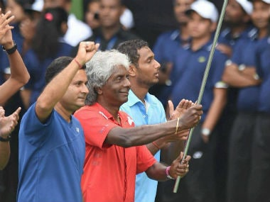 Anand Amritraj does a lap of honour with the Indian contingent after their 4-1 win over New Zealand. PTI