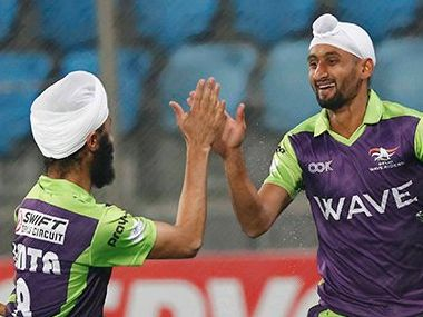 Delhi Waveriders celebrate as they beat UP Wizards 8-1. Twitter/ @HockeyIndiaLeag
