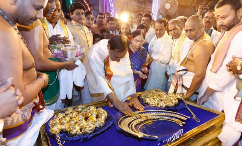 KCR offers jewellery worth Rs 5 core. Image Courtesy: Twitter/@tweetsakshi