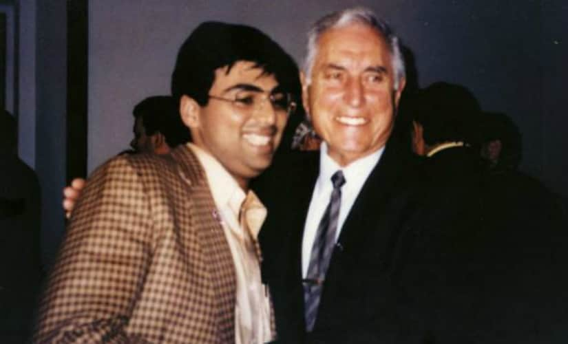 Viswanathan Anand with Mauricio Perea (picture from article in Forbes India).