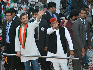 Rahul Gandhi and Akhilesh Yadav during a rally in the run up to the first phase of UP election. Image courtesy: Sameer Qureshi/Firstpost