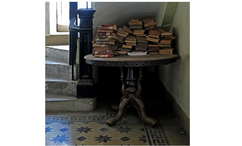 Fading interest in books and libraries plagues our generation. Image Courtesy: Chirodeep Chaudhari