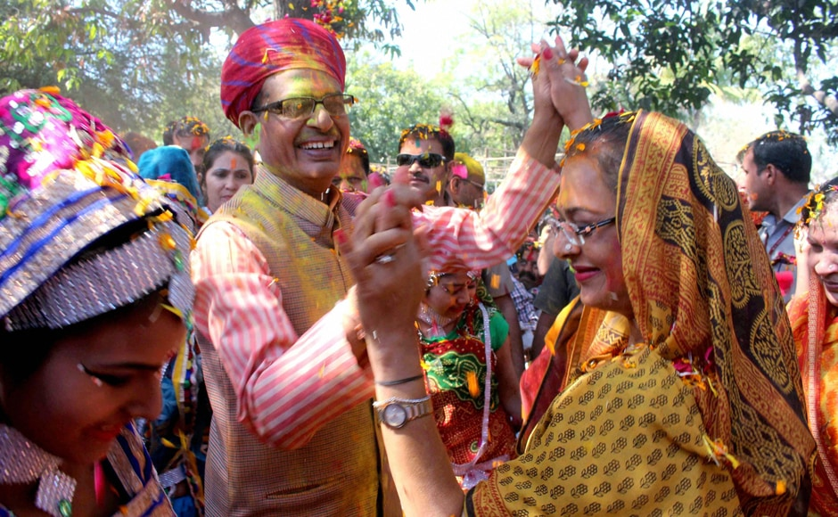 Bhopal : Madhya Pradesh Chief Minister Shivraj Singh Chouhan along with his wife Sadhna Singh playing Holi at his residence in Bhopal on Monday. PTI
