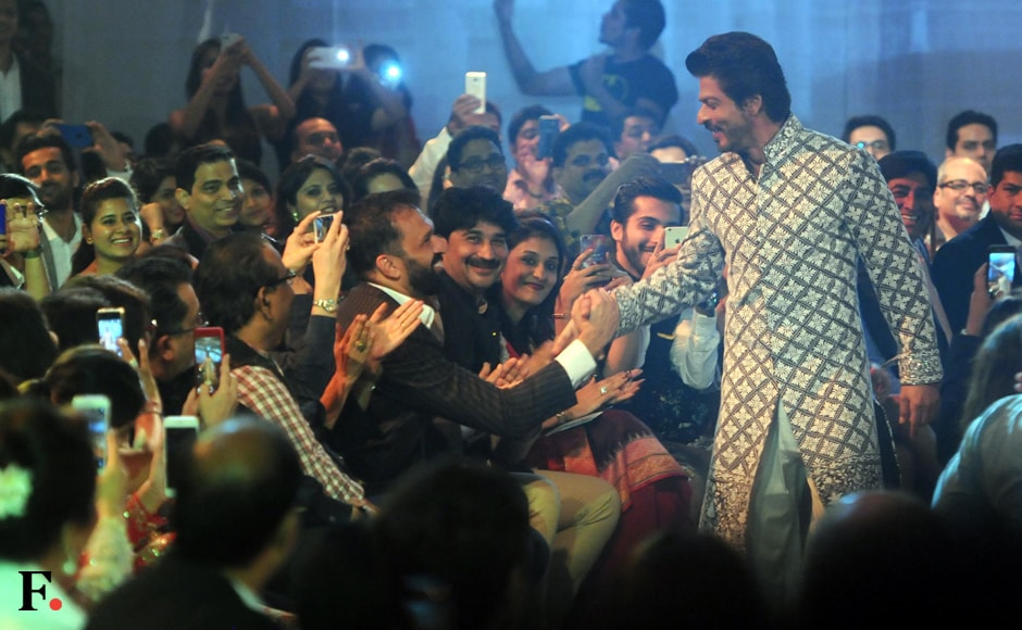 Shah Rukh Khan meets audience members. Sachin Gokhale/Firstpost