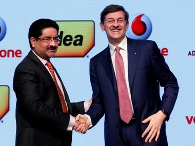 Kumar Mangalam Birla (L), chairman of Aditya Birla Group, shakes hands with Vittorio Colao, CEO of Vodafone Group, after a news conference in Mumbai, India. Reuters