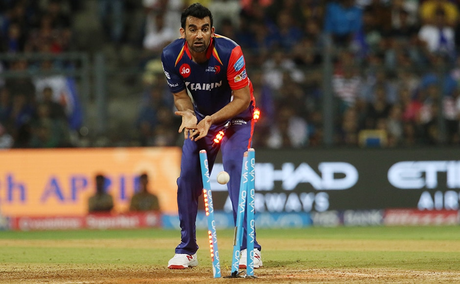 HOW'S THAT? Zaheer Khan looks surprised as Mumbai lost yet another wicket due to a mixup while running between the wickets against Delhi Daredevils in Wankhede.<br />Photo by Vipin Pawar - IPL - Sportzpics