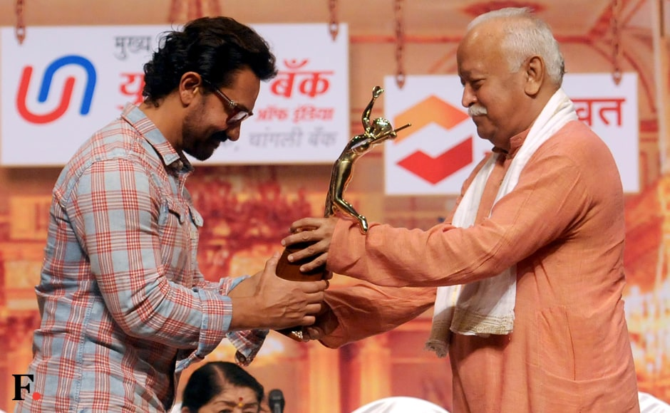 Aamir Khan accepts award for his performance in Dangal from RSS chief Mohan Bhagwat. Sachin Gokhale/Firstpost