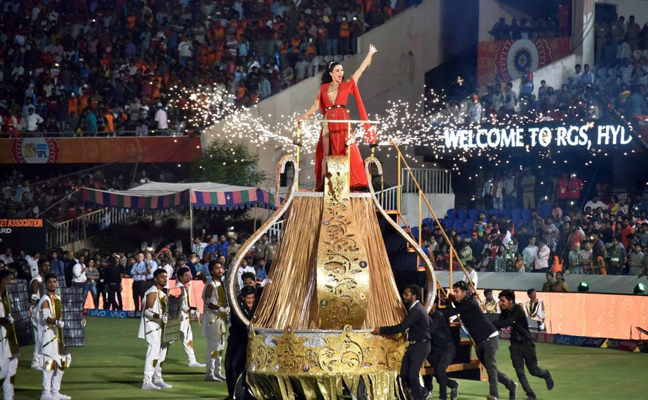 Indian film actress Amy Jackson, the showstopper for the evening, arrives at the Rajiv Gandhi International Stadium in style for the IPL 2017 opening ceremony. PTI/Sportzpics