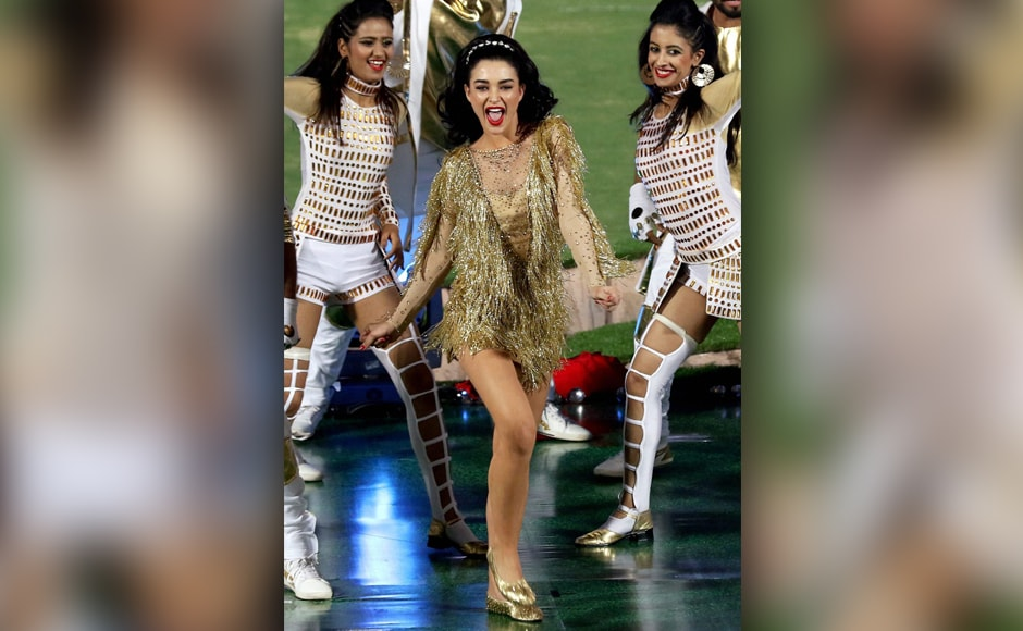 Amy Jackson went on to shake a leg on a number of other well-known Bollywood chart-busters. PTI/Sportzpics