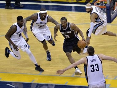 San Antonio Spurs Kawhi Leonard (2) drives to the basket against Memphis Grizzlies. AP