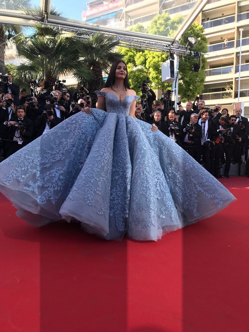 Aishwarya Rai Bachchan looks like a modern day princess on Day 3 of red carpet at Cannes Film Festival 2017 (2)