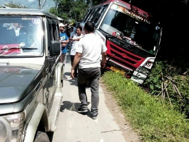 Aizawl FC's team bus met with a small accident on their way to the airport. Instagram/AizawlFC