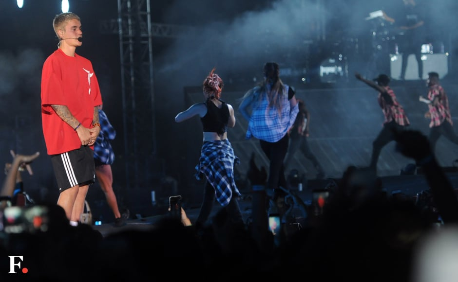 A crew of 25 back-up dancers accompanied Justin Bieber on stage. photo: Sachin Gokhale/Firstpost