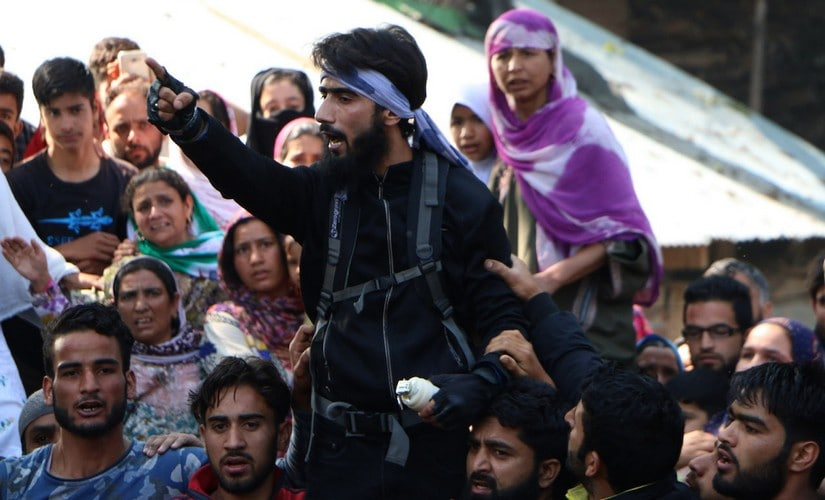 An unidentified militant sloganeering at the funeral of Sabzar Ahmad Bhat. Image courtesy: Hilal Shah/Sameer Yasir