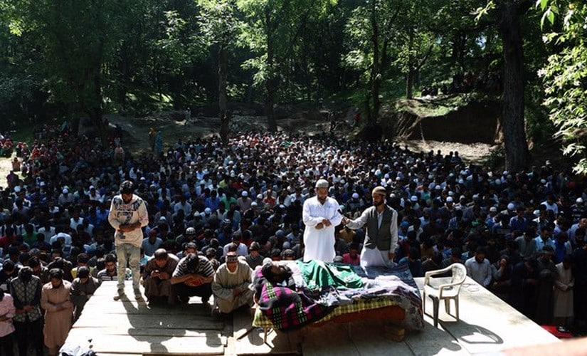 People gathered at the funeral of Sabzar Ahmad Bhat. Image courtesy: Hilal Shah/Sameer Yasir