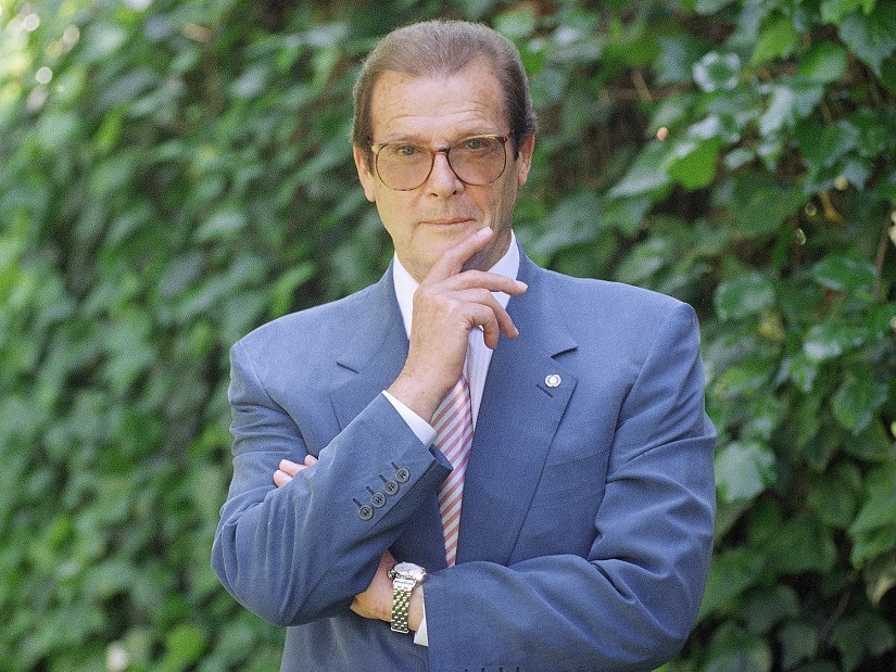 FILE - This is a April 22, 1996 file photo of veteran British actor Roger Moore, poses for a portrait, in the Studio City section of Los Angeles. Roger Moore's family said Tuesday May 23, 2017 that the former James Bond star has died after a short battle with cancer (AP Photo/Chris Pizzello/ File)