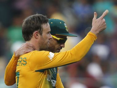 Cricket - South Africa v Afghanistan - World Twenty20 cricket tournament - Mumbai, India, 20/03/2016. South Africa's captain Faf du Plessis and AB de Villiers (L) walk off the field after winning their match against Afghanistan. REUTERS/Danish Siddiqui - RTSBBAM