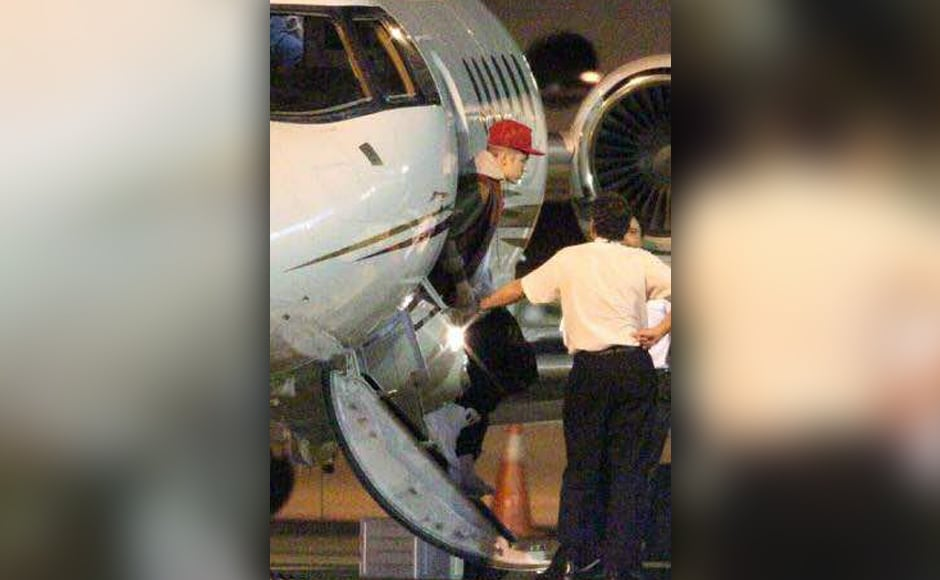Canadian pop sensation Justin Bieber touched down in Mumbai for the India leg of his Purpose World Tour in the wee hours of Wednesday, 10 May. Bieber will take to the stage at the DY Patil Stadium on Wednesday night, at around 8 pm, performing before acrowd of 45,000 fans, also called 'Beliebers'. Photo courtesy Firstpost Hindi