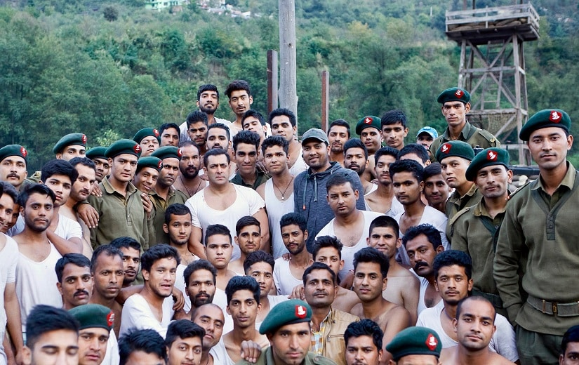 Salman Khan with the Indian Army and other actors.