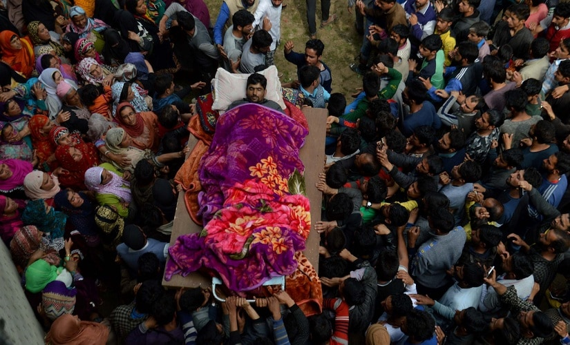 LeT militant Fayaz Ahmed Ashwar being carried to his funeral. Firstpost/Hilal Shah