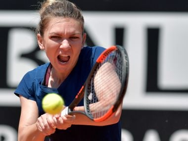 Simona Halep of Romania returns the ball to Anett Kontaveit of Estonia during the WTA Tennis Open tournament in Rome at the Foro Italico, on May 19, 2017. / AFP PHOTO / TIZIANA FABI