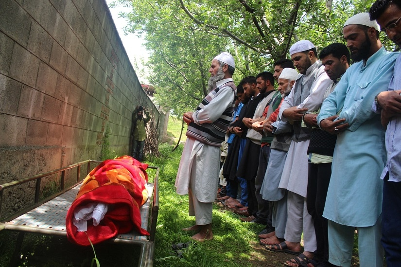 Friends and relatives of Ummer Fayaz attend his funeral. Image courtesy: Sameer Yasir
