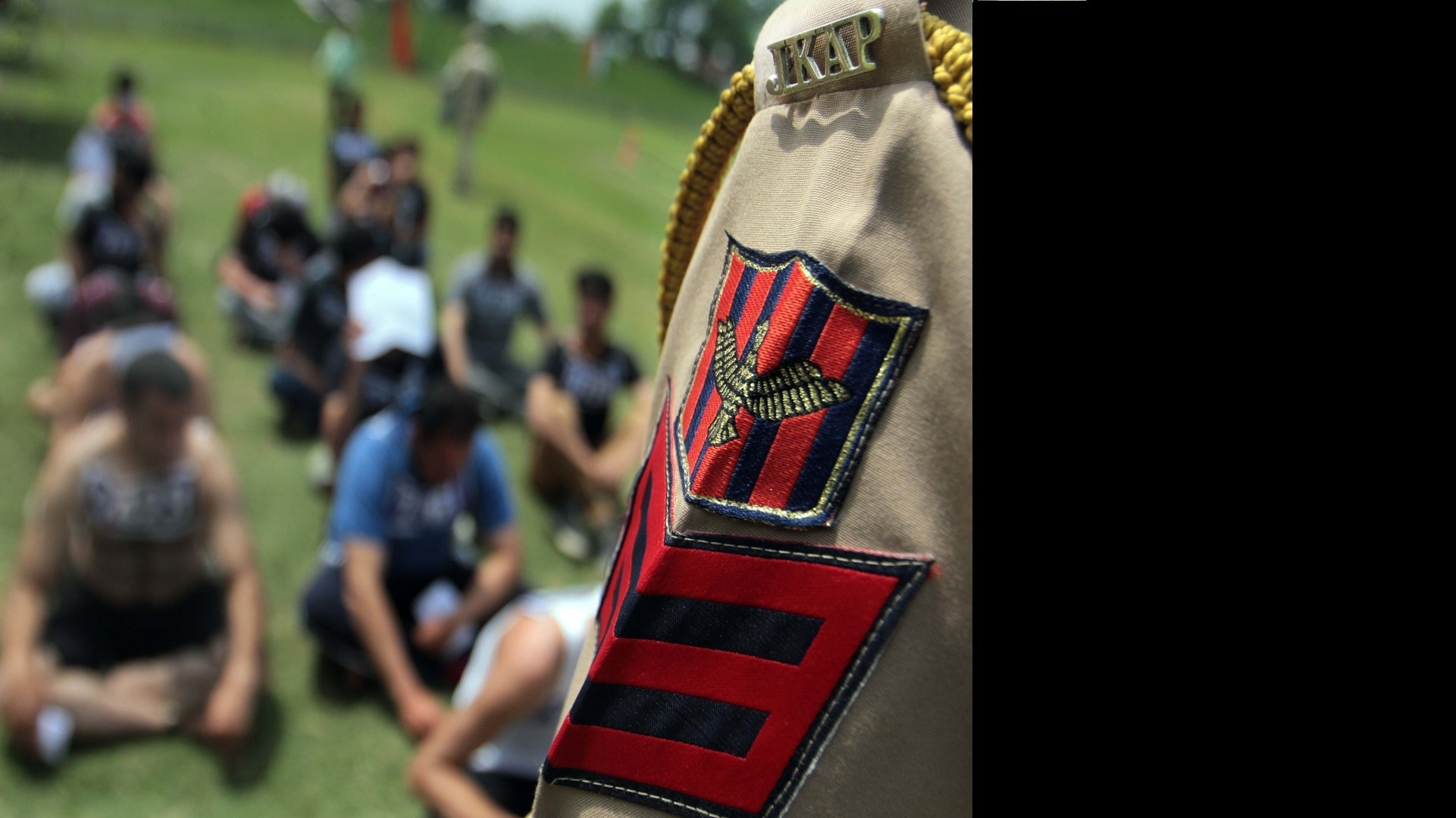 In J&K, a police recruitment drive draws thousands of youths