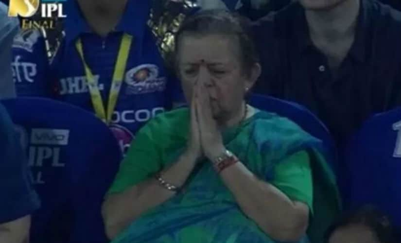 Nita Ambani's mother, Purnima Dalal, prays for MI's win the IPL final against RPS. Image courtesy: Twitter