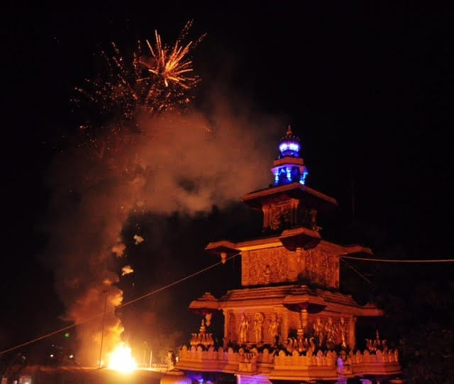The sample fireworks display ahead of the main event. Image procured by author
