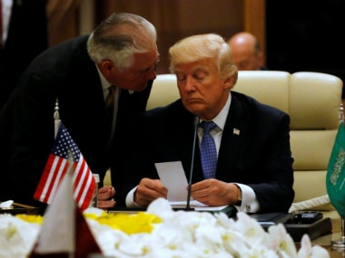 US Secretary of State Rex Tillerson hands Trump note as Trump sits down to meeting with of GCC leaders during their summit in Riyadh. Reuters