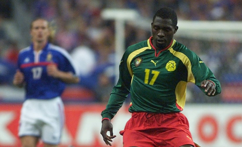 Cameroon's mid-fielder Marc-Vivien Foe (R) escapes with the ball ahead of French mid-fielder Emmanuel Petit during the friendly soccer match between France and Cameroon 04 October 2000 at the Stade of France in Saint-Denis, north of Paris. AFP PHOTO-PASCAL GEORGE / AFP PHOTO / PASCAL GEORGE