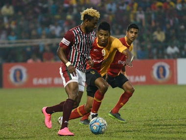 Mohun Bagan's Sony Norde (L) is tackled by East Bengal's Willis Deon Plaza (C) as Mehtab Hossain looks on during an Indian I-League football match between Mohun Bagan and East Bengal at the Kanchenjungha Stadium in Siliguri on February 12, 2017. The anticipated derby match ended with a drawless 0-0 result. / AFP PHOTO / DIPTENDU DUTTA
