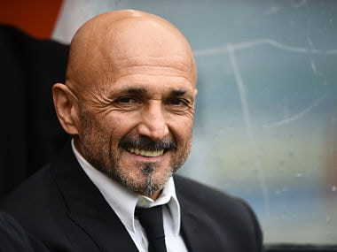 Roma's coach Luciano Spalletti smiles before the Italian Serie A football match AS Roma vs Napoli on March 4, 2017 at the Olympic Stadium in Rome. Napoli won 1-2. / AFP PHOTO / FILIPPO MONTEFORTE