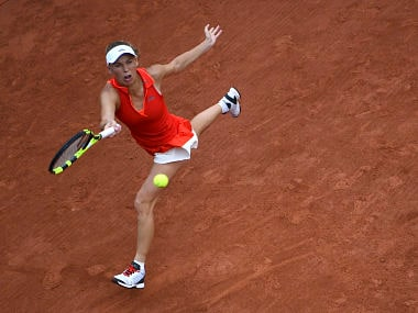 Denmark's Caroline Wozniacki returns the ball to US Catherine Bellis during their tennis match at the Roland Garros 2017 French Open on June 2, 2017 in Paris. / AFP PHOTO / GABRIEL BOUYS