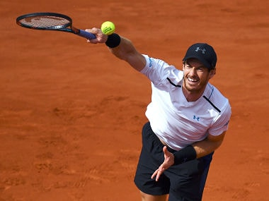 Britain's Andy Murray serves the ball to Japan's Kei Nishikori during their tennis match at the Roland Garros 2017 French Open on June 7, 2017 in Paris. / AFP PHOTO / GABRIEL BOUYS