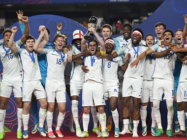 England's players celebrate with the trophy during the awards ceremony after winning the U-20 World Cup final football match between England and Venezuela in Suwon on June 11, 2017. / AFP PHOTO / JUNG Yeon-Je