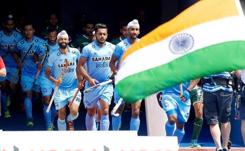 India and Pakistan players walk out to on the pitch for their Pool B match at the Lee Valley Hockey and Tennis Centre in London. Image courtesy: Twitter/@TheHockeyIndia