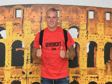 Rick Karsdorp poses ahead of his proposed move to AS Roma. Twitter: @ASRoma