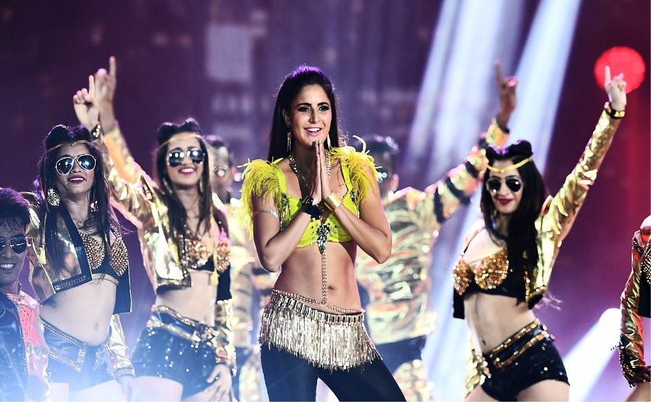 Bollywood actress Katrina Kaif performs during the 18th International Indian Film Academy (IIFA) Festival at the MetLife Stadium in East Rutherford, New Jersey, on July 15, 2017. / AFP PHOTO / JEWEL SAMAD